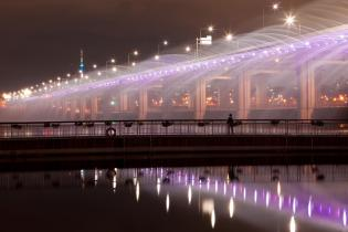 Banpo Bridge, Moonlight Rainbow Fountain over the Han River, Seoul