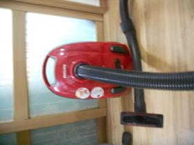 Phillips Vacuum Cleaner (Compact) - KRW 50 000